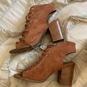 Adorable fall heels never worn